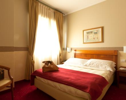 Double single use room of Best Western Hotel Major in Milano. Comfortable and cozy is equipped with satellite Tv LCD 26 inch with Radio and alarm clock, free Wi-Fi and Minibar.