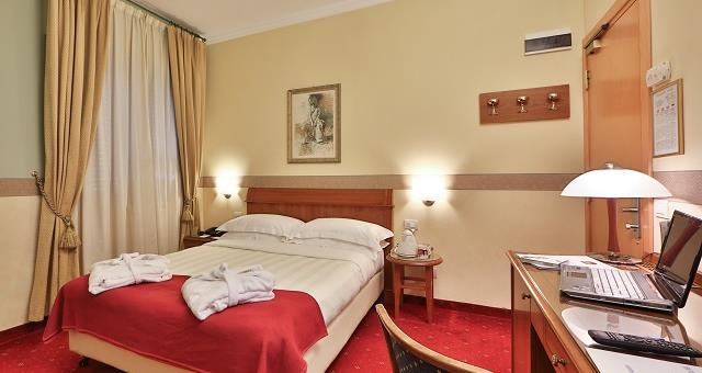 Rooms elegant furnished with every comfort at the Best Western Hotel Major in center of Milan.